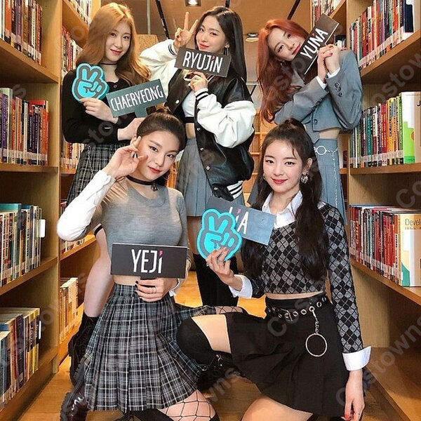 YEJI(イェジ) コスプレ衣装 『ITZY』ステージパフォーマンス同じ仮装 韓国 アイドルスタイル 長袖トップス セクシーなルースミニプリーツスカート 上下セット元の画像